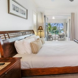 Island Views Palm Cove - Self-contained Apartments a few steps away from the beach and Esplanade featuring spa baths, private balconies with ocean views and private BBQ area